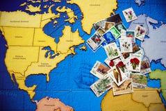 Selos de porte postal no mundo Imagens de Stock Royalty Free