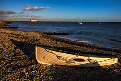 SELSEY, SUSSEX/UK - 1-ОЕ ЯНВАРЯ: Свет вечера на пляже на Se Стоковое Изображение RF