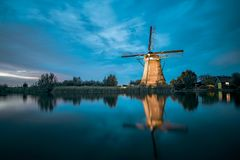 Seltene belichtete Windmühle bei Kinderdjik stockfoto