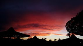 Seltener blutiger Sonnenuntergang stockbilder