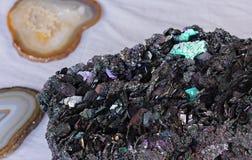 Seltener bunter Mineralstein Silikon-Karbid Moissanite Natürliches Kohlenstoffsilicid Moissanite lizenzfreie stockfotografie