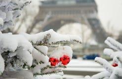 Seltener schneebedeckter Tag in Paris Stockfotos