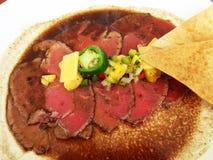 Seltenes Roastbeef-Mexikaner-Lebensmittel lizenzfreie stockbilder