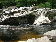 Seltsame Felsformationen, Randolphs-Sprung, Findhorn-Fluss, Schottland, Großbritannien stockbild