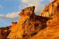 Seltsame geologische Bildungen wegen der Korrosion an der roten Täuschung in Black Rock, Melbourne, Victoria, Australien lizenzfreie stockfotos