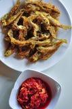 Seluang ryba smażąca jest Indonesia tradycyjnym jedzeniem od Palembang obrazy royalty free