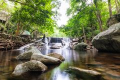 Selva tropical tropical de la cascada de Huai yang en parque nacional imagen de archivo