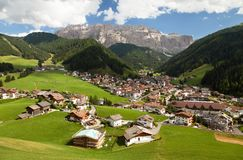 Selva Val Gardena o Wolkenstein e Gruppo di Sella Fotografia Stock