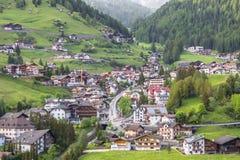 Selvaby i södra Tirol, Dolomites, Italien Royaltyfria Bilder