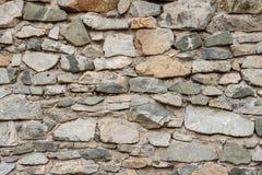 Selvaggio decori la struttura della parete di pietra fondo asciutto della casa naturale della facciata il vecchio lerciume oscill immagini stock