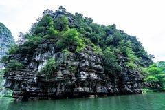 Selvas y montañas hermosas de Vietnam septentrional Ninh Binh imagen de archivo libre de regalías