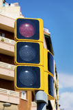 Semáforo con la luz roja encendido Imagenes de archivo