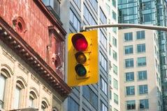 Semáforo de ciudad Imagen de archivo libre de regalías