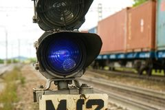 Semáforo ferroviario en la estación Fotografía de archivo libre de regalías