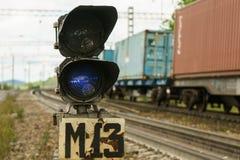 Semáforo ferroviario en la estación Imágenes de archivo libres de regalías