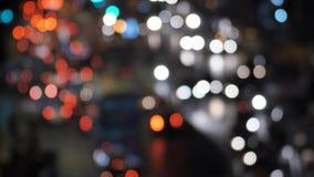 Semáforos borrosos en las calles de Bombay La India almacen de metraje de vídeo
