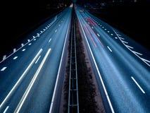 Semáforos de la carretera en la exposición larga fotos de archivo libres de regalías