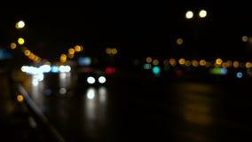 Semáforos Defocused de ciudad de la noche metrajes
