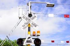 Semáforos en una travesía de ferrocarril fotos de archivo