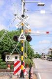 Semáforos en una travesía de ferrocarril Foto de archivo libre de regalías