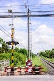 Semáforos en una travesía de ferrocarril Imagenes de archivo