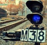 Semáforos ferroviarios en los cruces Imágenes de archivo libres de regalías