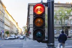 Semáforos para los ciclistas en Budapest Imagen de archivo