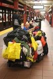 Sem abrigo na 34a estação de metro da rua no Midtown Manhattan Fotografia de Stock