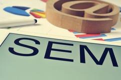 SEM, pour le marketing de moteur de recherche, dans l'écran d'un comprimé images stock