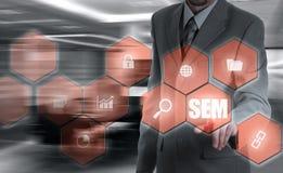 SEM 2000-sökande motormarknadsföring slagman för strategi för holding för hand för begrepp för baseballaffärsaffärsman Arkivfoton