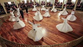 Sema Ceremony dans Yenikapi Mevlevihanesi, Istanbul Turquie banque de vidéos