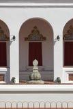 Sema ein Umgrenzungsmarker nahe einer Klassifikationshalle des alten Tempels in Thailand Lizenzfreies Stockfoto