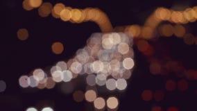 Semafori Defocused di notte archivi video
