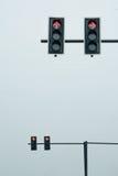Semafori su un palo, diritto e sulla giusta direzione di giro Fotografie Stock