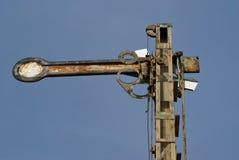 Semaforo arrugginito della ferrovia immagini stock