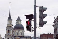 Semaforo e costruzione di chiesa Immagine Stock Libera da Diritti