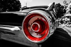 Semaforo rosso di un'automobile di lusso personale Ford Thunderbird ( terzo generation) Fotografie Stock