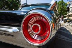 Semaforo rosso di un'automobile di lusso personale Ford Thunderbird ( terzo generation) Fotografia Stock Libera da Diritti