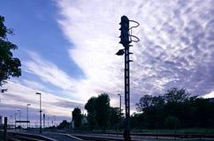 Semaforo sulla stazione ferroviaria immagine stock