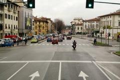 Semaforo verde in città italiana Fotografie Stock Libere da Diritti