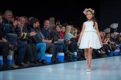 Semaine de mode à Moscou 2017 LA MODE POUR OS ESPAGNE DE ` DES ENFANTS SPAIN/LA MODA PARA NIÃ Photographie stock