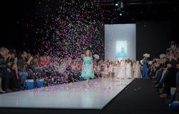 Semaine de mode à Moscou 2017 LA MODE POUR OS ESPAGNE DE ` DES ENFANTS SPAIN/LA MODA PARA NIÃ Images stock