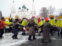 Semaine de Puncace dans Yaroslavl Danse ronde photos libres de droits