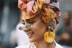 Semana de la moda de Milano - estilo MFWSS19 de la calle imágenes de archivo libres de regalías