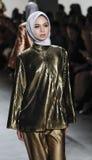 A semana de moda FW 2017 de New York - coleção de Anniesa Hasibuan Imagens de Stock