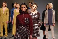 A semana de moda ucraniana AW 2017/18: Coleção de LAKSMI Imagem de Stock