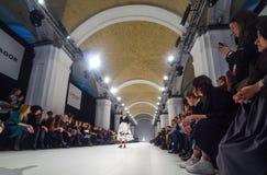 A semana de moda ucraniana AW 17-18 em Kyiv, Ucrânia Fotografia de Stock Royalty Free