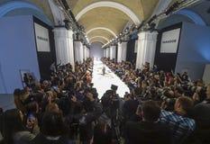 A semana de moda ucraniana AW 17-18 em Kyiv, Ucrânia Imagem de Stock