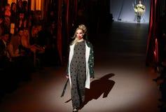 A semana de moda ucraniana: coleção por Oleksiy ZALEVSKIY Foto de Stock Royalty Free