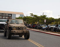Semana de Muddy Vintage Jeep At Jeep foto de stock royalty free
